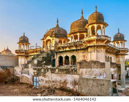 An old, abandoned Indian haveli, now in derelict condition, though its ornate architecture and hand painted art is still visible. In Mandawa, Rajasthan.