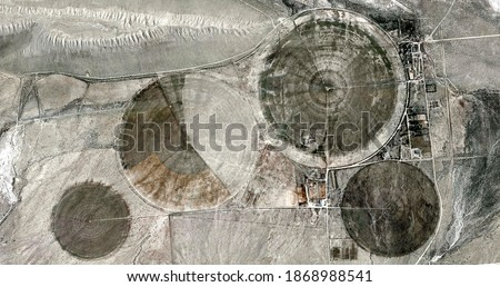 the power of the wind,  United States, abstract photography of relief drawings in fields in the U.S.A. from the air, Genre: abstract expressionism, abstract expressionist photography,